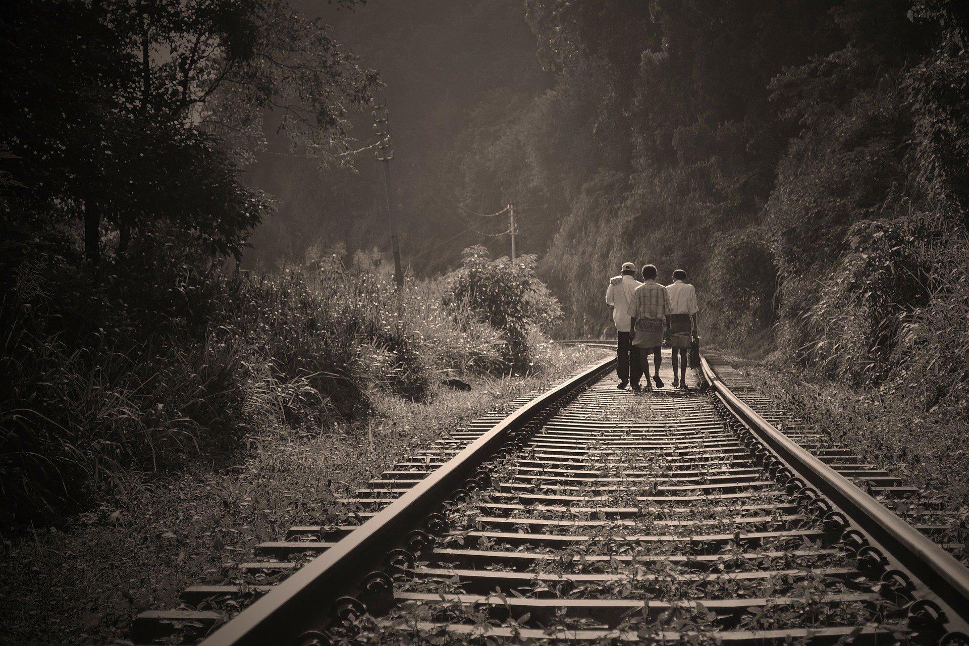 rail-road-191097_1920.jpg